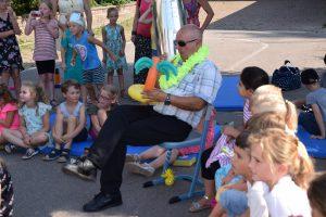 """Verabschiedung von Rektor Günther Köninger durch die Schüler im Rahmen einer """"Offenen Bühne"""""""