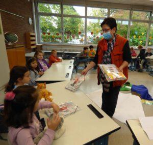 Gefatex spendet Mappen für die 1. Klasse